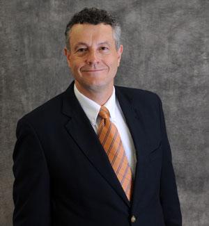 Faculty member Kent Peaslee dies