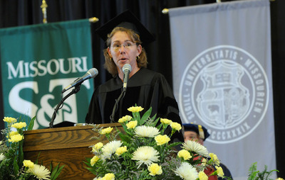 Thumbnail image for SandraMagnus_Commencement2012_02_web.jpg