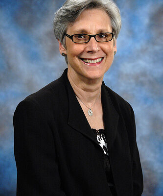 Nikki Krawitz receives Chancellor Medal from S&T