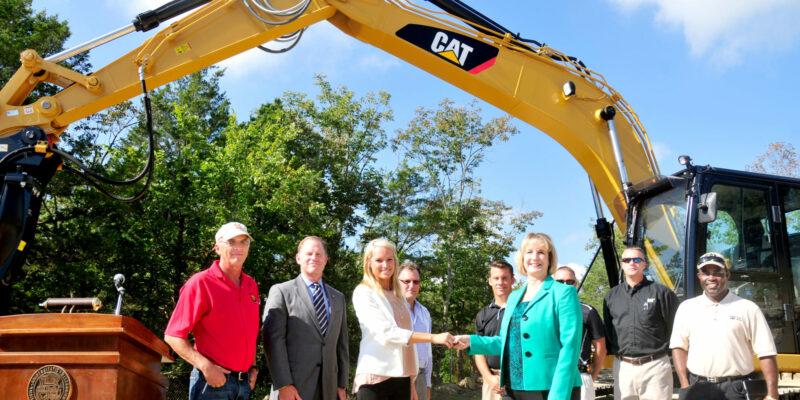 Caterpillar donates hydraulic excavator to S&T's Experimental Mine
