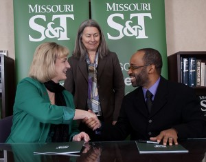 Pictured, from left: Missouri S&T Chancellor Cheryl B. Schrader; Laura Stoll, vice provost and dean for enrollment management at S&T; and Roderick Crowder, curriculum coordinator and faculty lead in Richland College's engineering department at signing on Feb. 26.