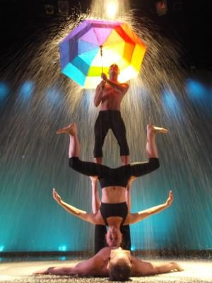 Acrobats to perform at Leach Theatre