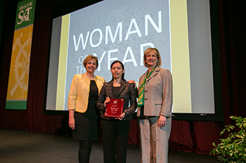 Dr. Dan Lin (center) is pictured with Cynthia Tang (left) and Missouri S&T Chancellor Cheryl B. Schrader.