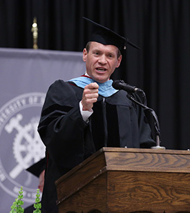 Bertram discusses importance of critical thinking at S&T commencement