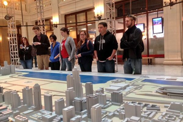 Missouri S&T professor teaching architecture course in Chicago