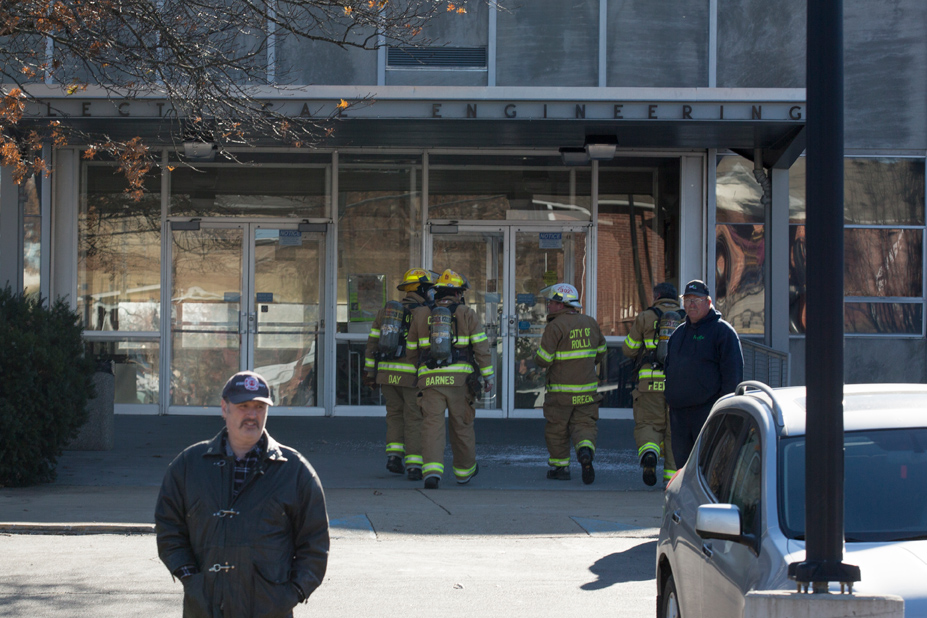 Emerson Electric Hall is vacated as local emergency response teams extinguish a fire on the roof in Rolla, MO on Thursday Dec. 8, 2016. Sam O'Keefe/Missouri S&T