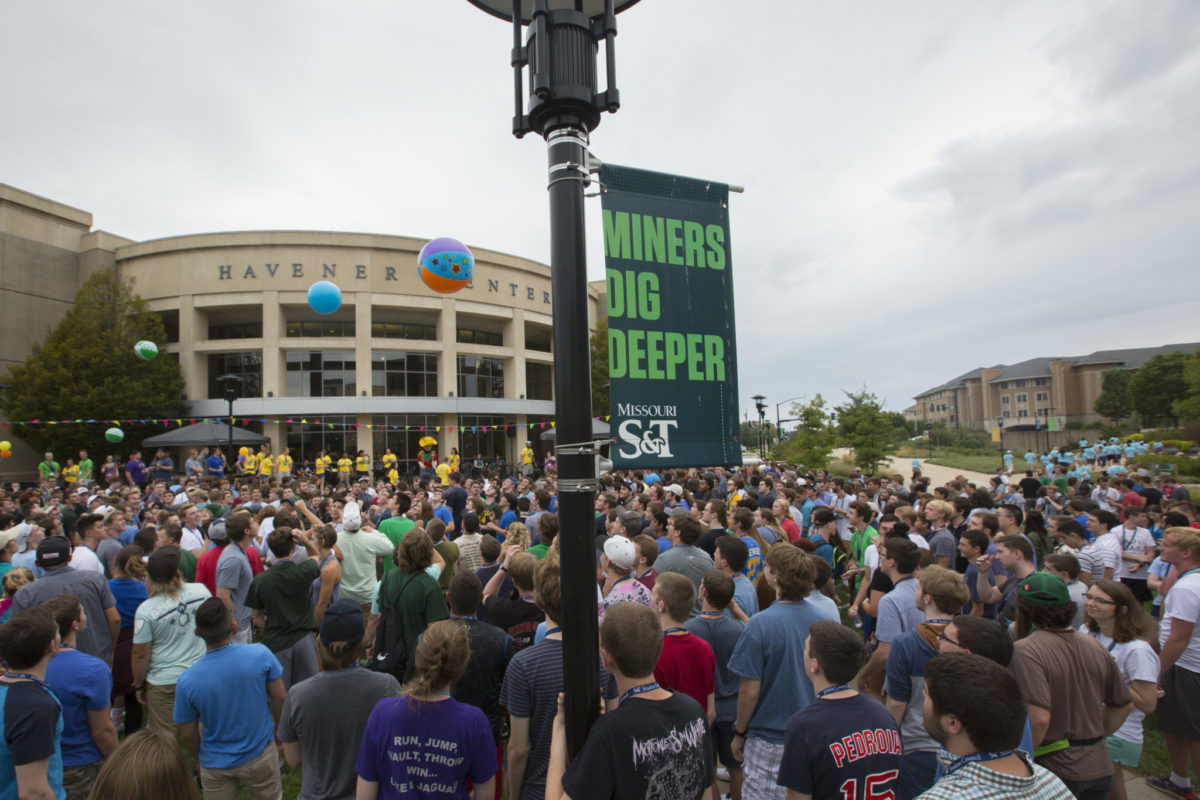New Missouri S&T students gather outside the Havener Center during an opening week celebration.