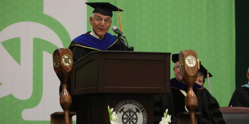 Apollo scientist stresses value of S&T degree