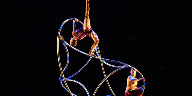 MOMIX returns to Leach Theatre for the 2018-19 season