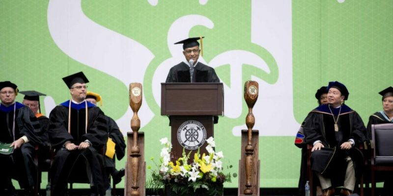 Missouri S&T commencement speaker shares life experiences, encourages graduates