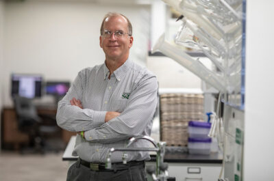 Photo Tom Wagner/Missouri S&T, Portrait of Dr. Dave Westenberg, ASSOC PROF IN BIOLOGICAL SCIENCES, in Biology lab at Shrenk Hall.  Image is copyrighted and all moral rights asserted by Missouri S&T Marketing and Communications Dept., Rolla, Missouri, USA