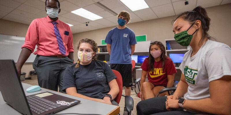 Missouri S&T waives application fee for fall 2021 freshmen, transfers