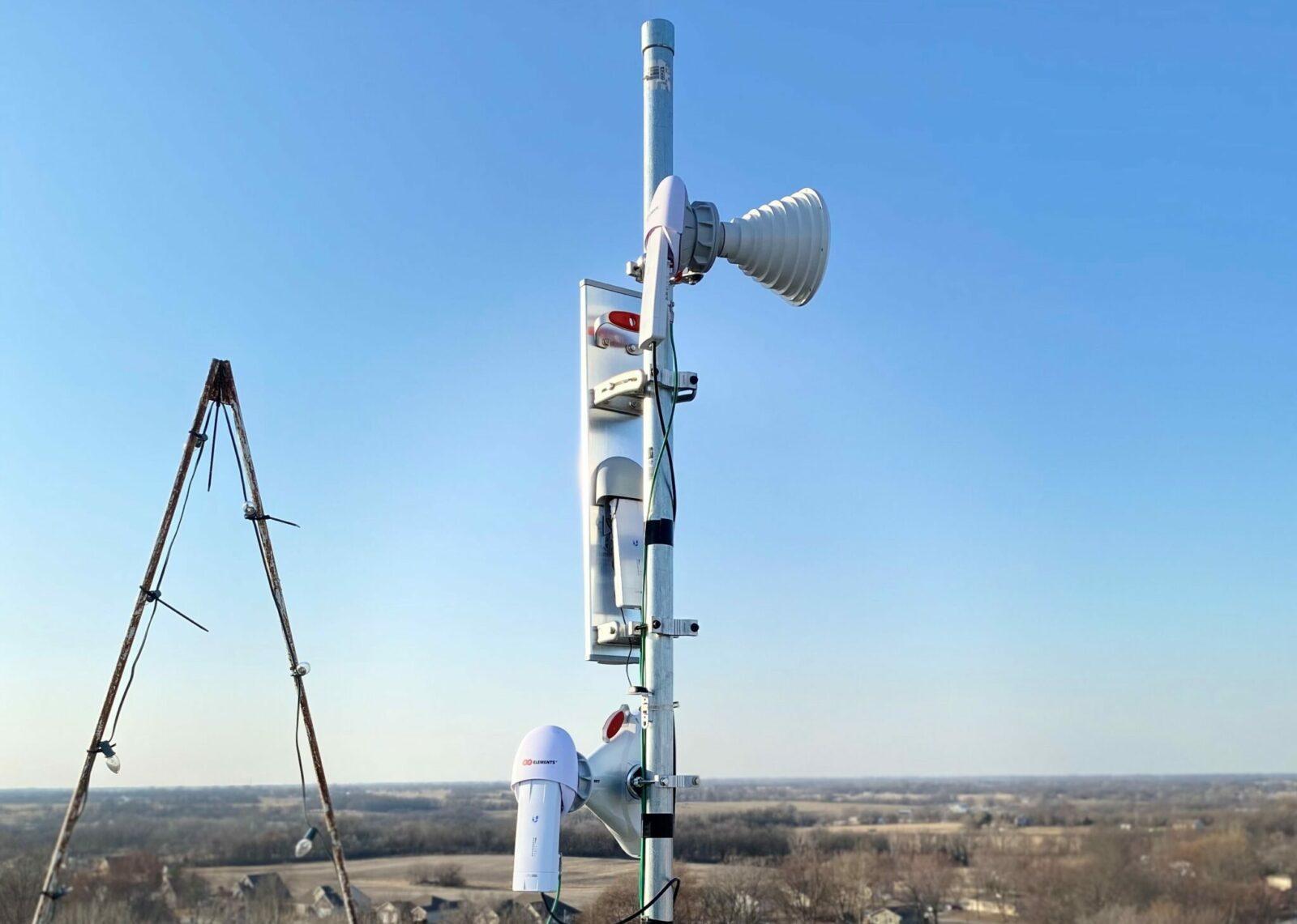 Wireless tech in Clinton County, Missouri.