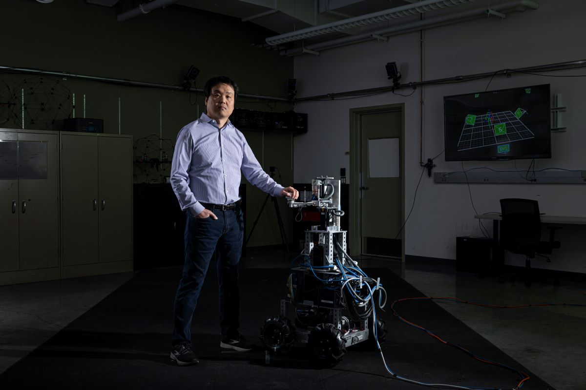 Photo of Dr. Song in lab
