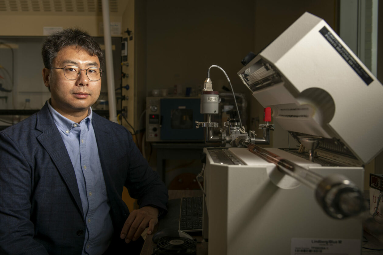 """Photo of Dr. Chenglin """"Bob"""" Wu in his lab"""