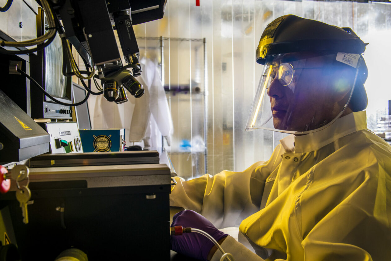 Photo of Dr. Chang-Soo Kim working in the lab